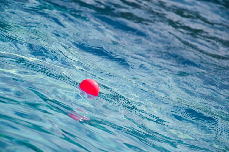 míč ve vodě.jpg